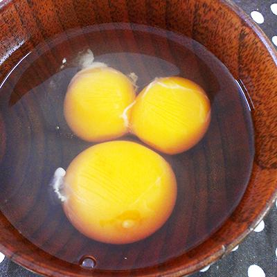 黄身が2つ入りの卵『二黄卵』は、ラッキー?気味悪い!!?食べていい ...